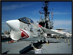 Vought F-8 Crusader, Lotniskowiec, USS Midway